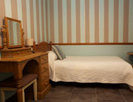 Gatwick_the_waterhall_country_house_hotel_double_bedroom_