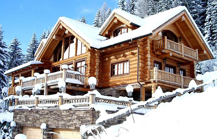 Chalet und Winterlandschaft