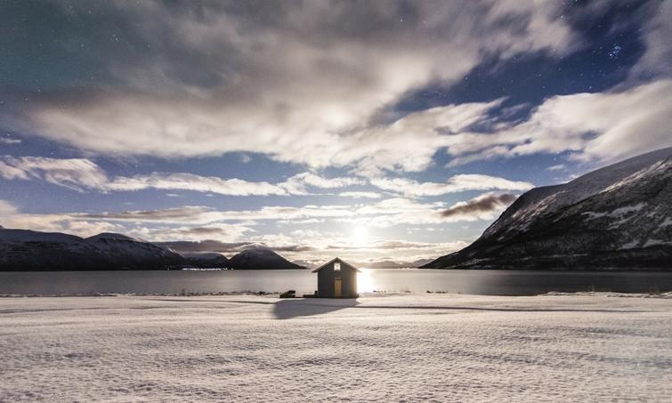 Huette und Winterlandschaft