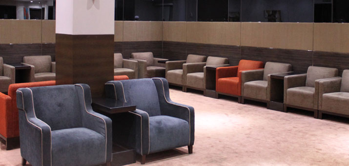 Sessel in der Plaza Premium Lounge Muscat
