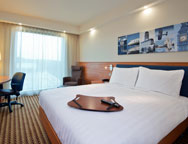 Luton Hampton By Hilton Bedroom